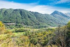 Landschaft der Provinz von Varese zwischen Varese-Stadt und See Maggiore, Italien Valganna, Dorf von Ganna und von kleinen Ganna  lizenzfreie stockfotografie