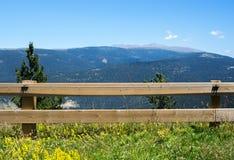 Landschaft der Pyrenäen-Berge stockfotos