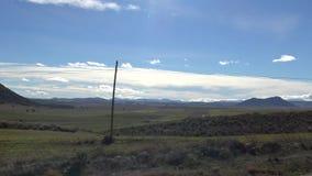 Landschaft der Schönheits-4K der grünen Landschaft mit Berg an einem heißen Tag in Spanien stock video