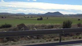 Landschaft der Schönheits-4K der grünen Landschaft mit Berg an einem heißen Tag in Spanien stock footage
