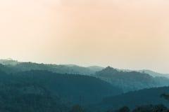 Landschaft der Schicht des Berges, durchtränken Ton stockbild