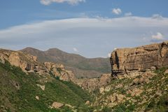 Landschaft der Schlucht und der Berge an Lesotho-Land in Afrika lizenzfreies stockfoto