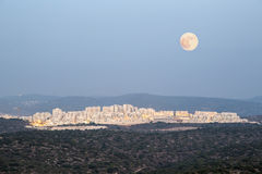 Landschaft der Stadt in Judean-Bergen, Israel Stockbild