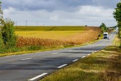 Landschaft der Straße und der Landschaft in der Loire-Region Stockbilder
