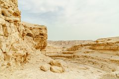 Landschaft der trockenen und wilden Wüste in Israel Lizenzfreie Stockfotos