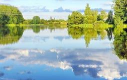 Landschaft der wilden Natur auf dem Fluss Stockfoto