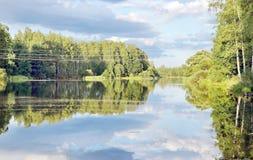 Landschaft der wilden Natur auf dem See Lizenzfreies Stockfoto