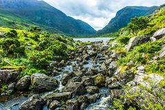 Landschaft des Abstandes von Dunloe in Irland während der Sommerzeit Stockfotos