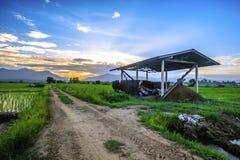 Landschaft des Bauernhauses am Abend Lizenzfreies Stockfoto