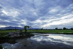 Landschaft des Bauernhauses am Abend Lizenzfreies Stockbild