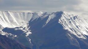 Landschaft des Berges auf Qinghai-Hochebene, China stock footage