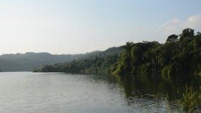 Landschaft des Berges in Wang Bon-Reservoir Thailand stock footage