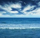 Landschaft des blauen Wassers Stockfotografie