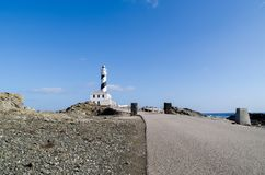 Landschaft des Favaritx-Leuchtturmes in Menorca lizenzfreies stockfoto