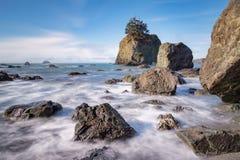 Landschaft des felsigen Strandes Stockbilder