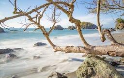 Landschaft des felsigen Strandes Lizenzfreie Stockfotos