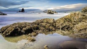 Landschaft des felsigen Strandes Lizenzfreies Stockbild