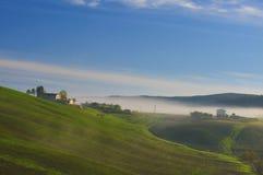 Landschaft des frühen Morgens bei Toskana Stockfotos