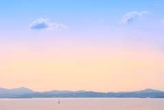 Landschaft des frühen Morgens See Lizenzfreies Stockfoto