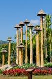 Landschaft des Gartens mit blauem Himmel Stockfotografie