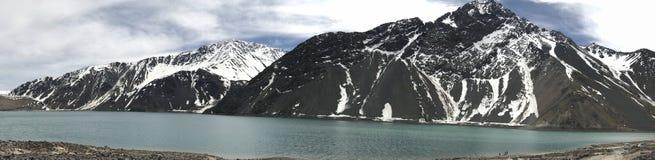 Landschaft des Gebirgsschnees und -lagune in Santiago, Chile Lizenzfreies Stockbild