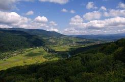 Landschaft des Gebirgstales Stockfoto