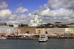 Landschaft des Golfs in Ansicht Helsinkis Finnland vom Meer Stockfotografie