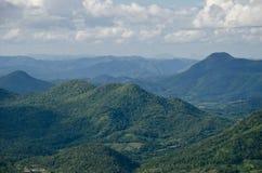 Landschaft des grünen Gebirgszugs stockfotografie