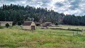 Landschaft des Hauses und des Bauernhofes Stockfotos