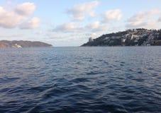 Landschaft des Meeres, die Insel von Roqueta und der Tipp von traditionellem Acapulco bellen Lizenzfreies Stockbild