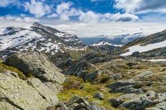 Landschaft des norwegischen Gebirgstales Lizenzfreie Stockbilder