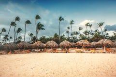 Landschaft des Paradiestropeninselstrandes stockbilder