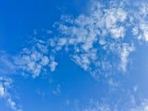Landschaft des schönen Himmels und des blauen Himmels Lizenzfreie Stockfotos