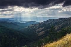 Landschaft des Sonnenstrahlnbruches Stockfotos