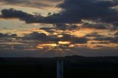 Landschaft des Sonnenuntergangs, erstaunliche Wolken Lizenzfreie Stockfotografie