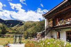 Landschaft des tibetanischen Hauses Stockfotos