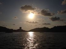 Landschaft des traditionellen Bereichs in der Bucht von Acapulco, in einem Sonnenuntergang Lizenzfreies Stockbild