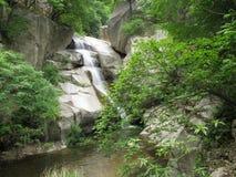 Landschaft durch den Fluss Stockbilder