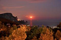 Landschaft einer Bergkatze auf dem Hintergrund des Meeres Lizenzfreie Stockbilder