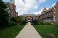 Landschaft einer schönen Kirche und des Hofes in York, Pennsylva lizenzfreies stockbild
