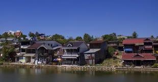 Landschaft eines kleinen Dorfs lizenzfreie stockfotos