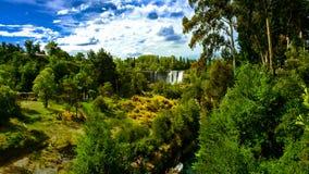 Landschaft eines Wasserfalls Lizenzfreies Stockfoto
