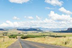 Landschaft entlang dem R711-road zwischen Fouriesburg und Clarens Stockbilder