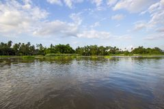 Landschaft entlang riverMaenam Tha Chin, Nakhon Pathom, Thailand Tha Chin Lizenzfreie Stockbilder