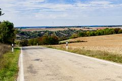Landschaft entlang romantischer Straße in Deutschland stockbild