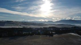 Landschaft gegen Sonne stock video footage