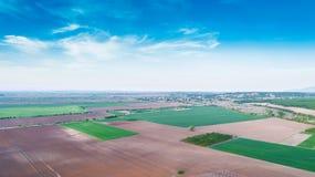 Landschaft geschossen von den Landwirtschafts-Feldern Stockfotos