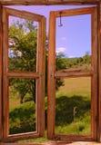 Landschaft gesehen von einem Fenster Lizenzfreies Stockfoto
