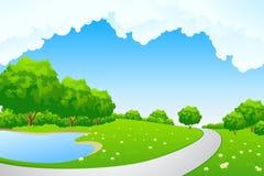 Landschaft - grüner Hügel mit Baum und cloudscape Stockfotografie