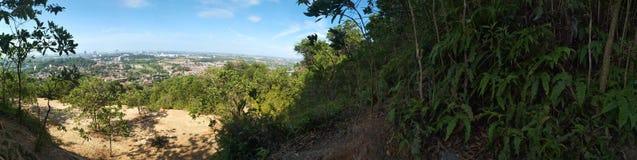 Landschaft am Hügel stockbild